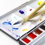 絵具における明度と彩度の関係